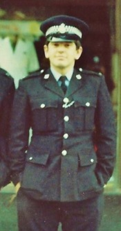 Photo of Del Robertson as a young police officer